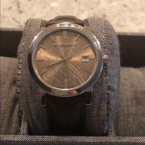 ‼️Burberry Fawn Leather Men's Watch- BU9011‼️